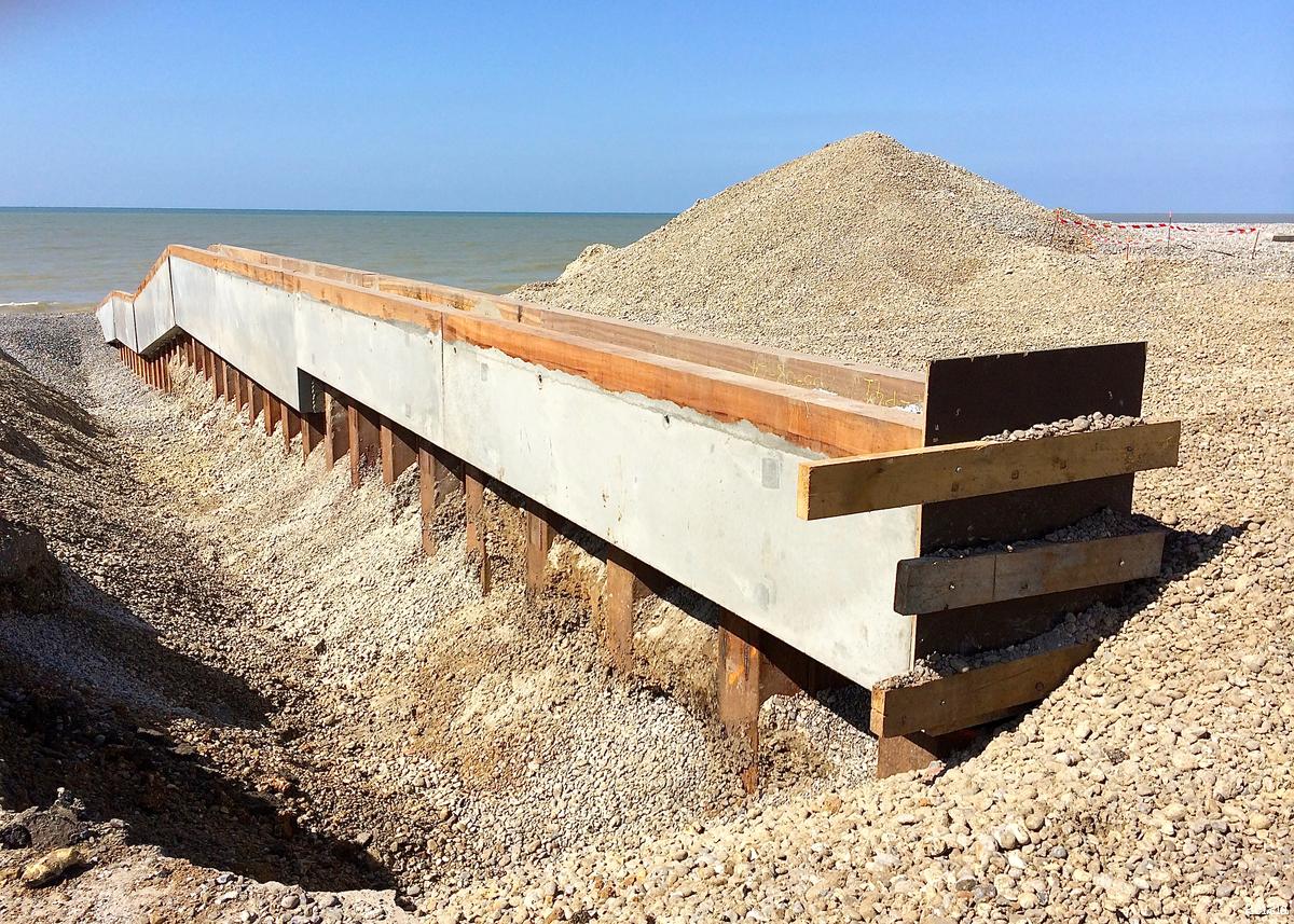 Construction des épis. Août 2014.