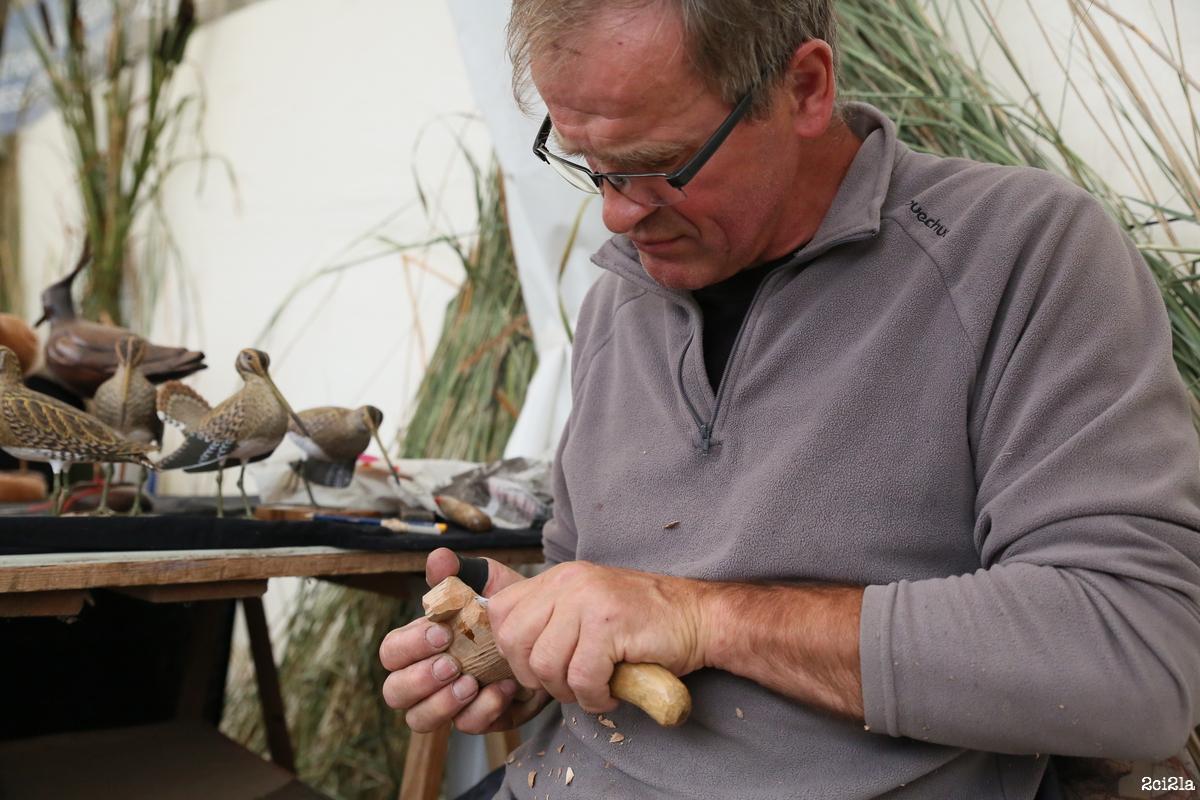 Cayeux-sur-Mer, salon du migrateur 2015. Sculpteur d'oiseaux de bois