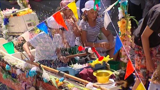 Fête des fleurs à Cayeux, confettis, musique et défilé !