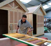 Coup de peinture sur les cabines : la saison balnéaire se prépare en coulisses !